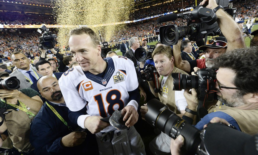epa05149130 Denver Broncos quarterback Peyton Manning after the end of the NFL's Super Bowl 50 between the AFC Champion Denver Broncos and the NFC Champion Carolina Panthers at Levi's Stadium in Santa Clara, California, USA, 07 February 2016.  EPA/JOHN G. MABANGLO