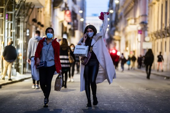 epa08818662 People stroll in via del Corso during the Coronavirus Covid-19 pandemic emergency in Rome, Italy, 13 November 2020. Italy authorities adopted new form of restrictions to curb the spread, in the second wave of the coronavirus pandemic  EPA/ANGELO CARCONI