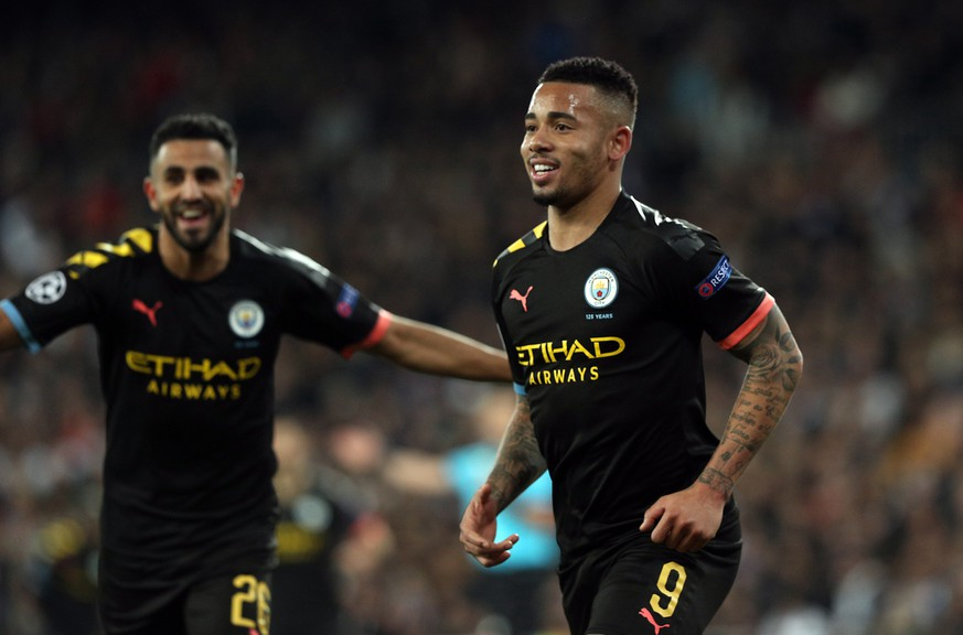 epa08250862 Manchester City's Gabriel Jesus (R) celebrates after scoring the 1-1 equalizer during the UEFA Champions League round of 16, first leg, soccer match between Real Madrid and Manchester City at Santiago Bernabeu stadium in Madrid, Spain, 26 February 2020.  EPA/RODRIGO JIMENEZ