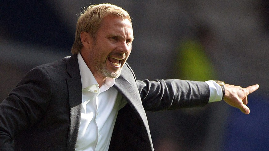 epa04772826 FILE - A file picture dated 31 August 2013 shows the then Hamburg coach Thorsten Fink during a German Bundesliga soccer match between SV Hamburg and Eintracht Braunschweig in Hamburg, Germany. Soccer club Austria Vienna on 28 May 2015 has appointed Fink as head coach for the next two seasons.  EPA/Marcus Brandt