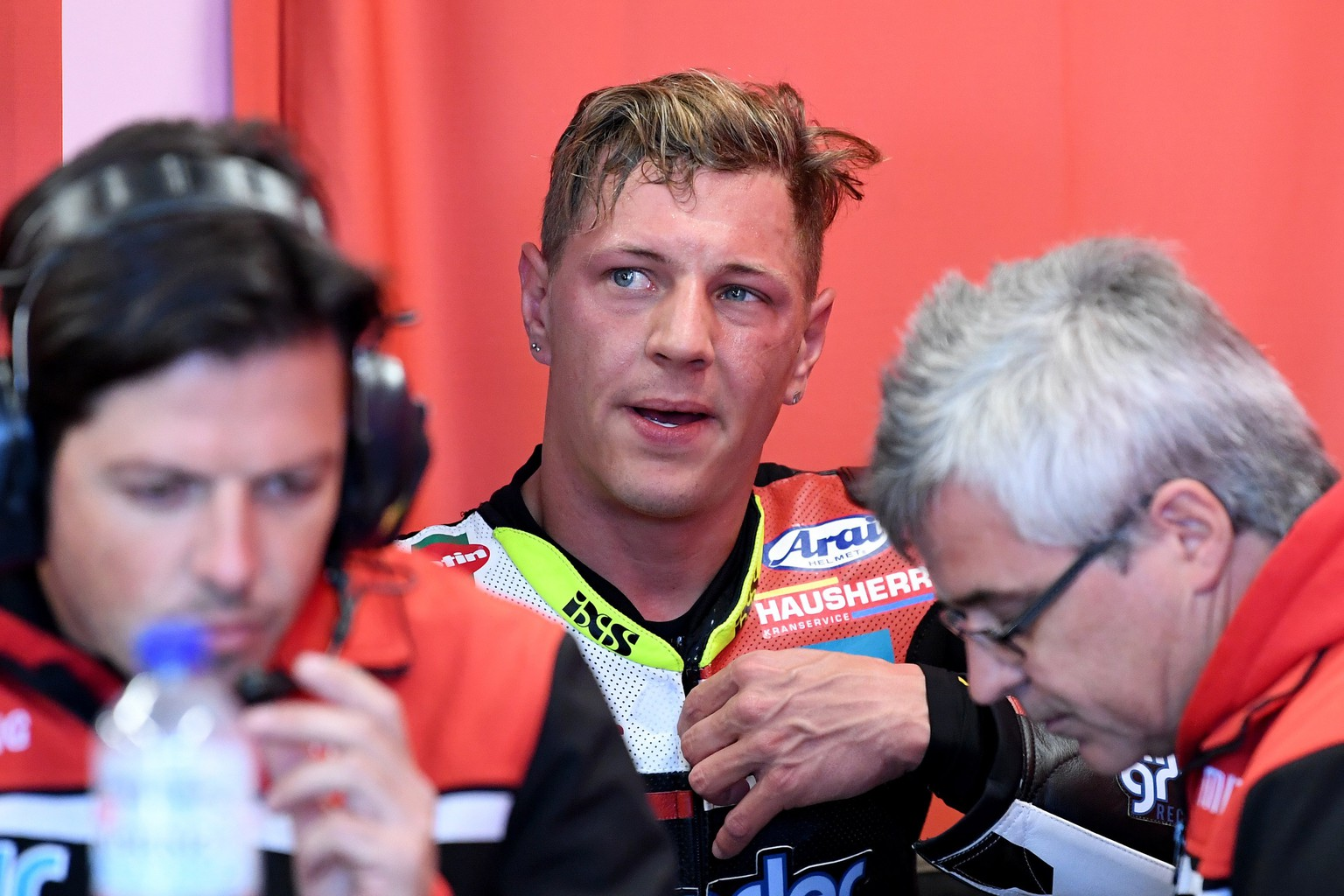 epa06277530 Swiss Moto2 rider Dominique Aegerter (C) of the Kiefer Racing team speaks with team officials during free practice of the Australian MotoGP Grand Prix 2017 on Phillip Island, Victoria, Australia, 20 October 2017. The Australian motorcycling Grand Prix takes place on 22 October 2017.  EPA/JOE CASTRO AUSTRALIA AND NEW ZEALAND OUT  EDITORIAL USE ONLY