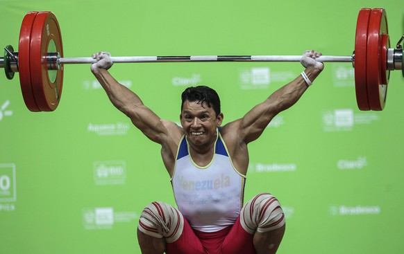 epa05250114 Venezuela's Jesus Lopez lifts 132 kgs in the 62 kgs category during the South American Weightlifting Championship, held at the Olympic Center in Rio de Janeiro, Brazil, 08 April 2016. The event is held as part of the Aquece Rio Test Events ahead of the 2016 Rio Olympics.  EPA/Antonio Lacerda