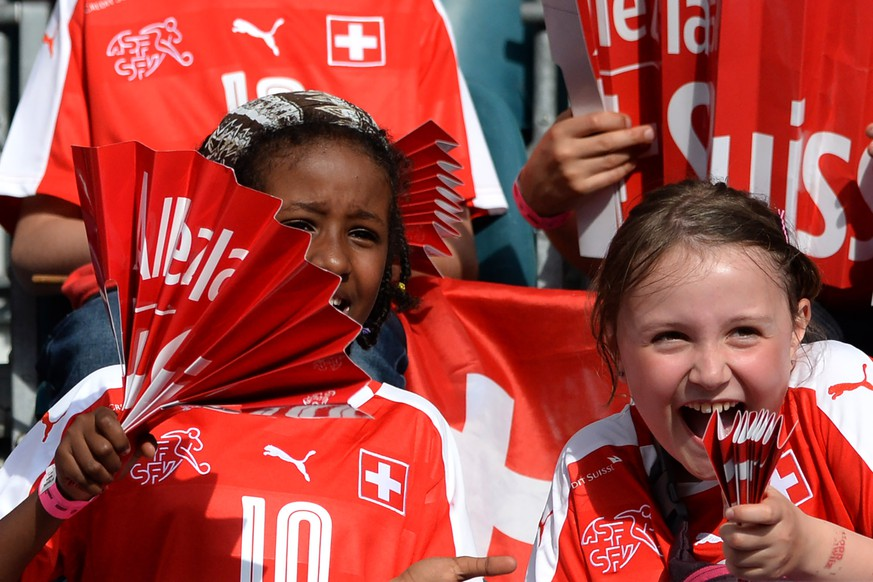 Young fans cheer for the Swiss national soccer team during an international friendly test match between the national soccer teams of Switzerland and Moldova, at the Cornaredo stadium, in Lugano, Switzerland, Friday, June 3, 2016. Switzerland national soccer team prepares for the UEFA Euro 2016 that will take place from June 10 to July 10, 2016 in France. (KEYSTONE/Ti-Press/Samuel Golay)