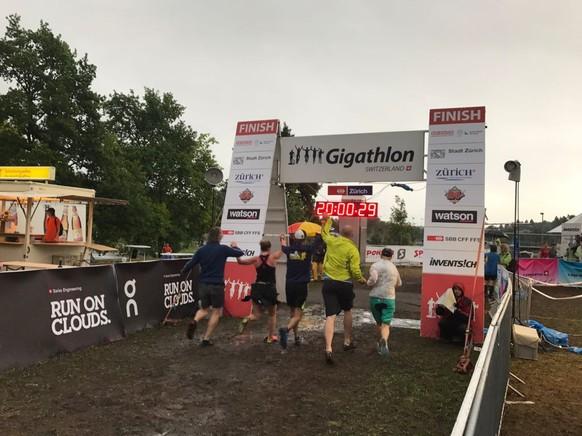 Ein weiteres Fünfer-Team beendet den Gigathlon
