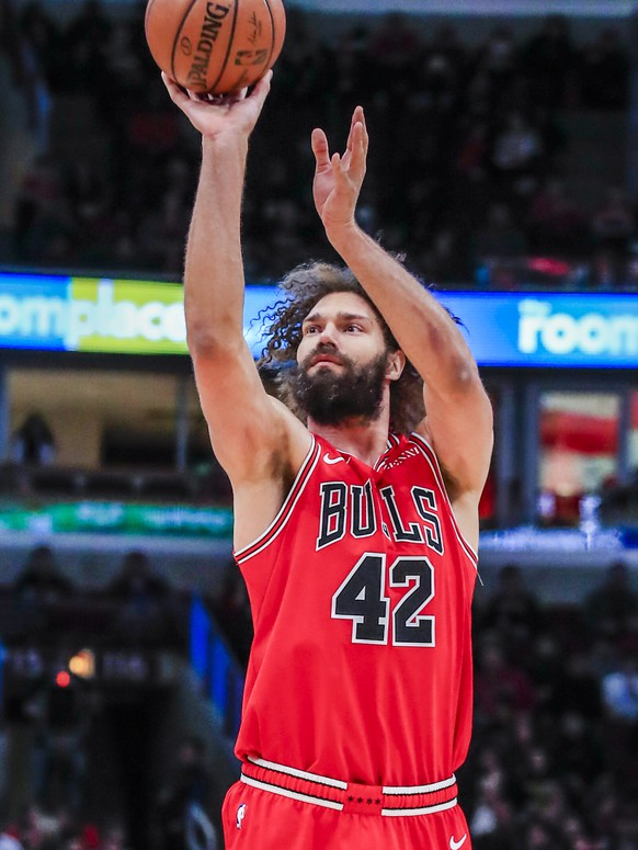 epa07474893 Chicago Bulls center Robin Lopez shoots during the NBA game between the Toronto Raptors and the Chicago Bulls at the United Center in Chicago, Illinois, USA, 30 March 2019.  EPA/TANNEN MAURY SHUTTERSTOCK OUT