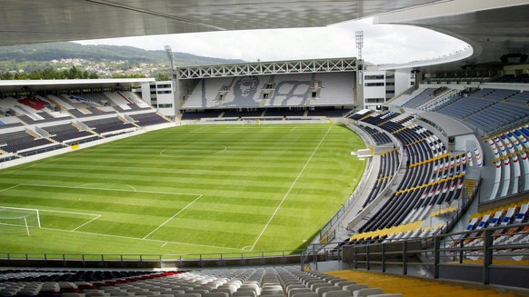 Picture dated 30 June 2003 shows the new Estadio D. Alfonso Henriques in Guimaraes, that will host games during the course of the EURO2004 soccer championship to be held in Portugal from 12 June until 04 July 2004. The groups for the Euro 2004 will be drawn in Lisbon on Sunday 30 November 2003.  (KEYSTONE/EPA/Joao Abreu Miranda)
