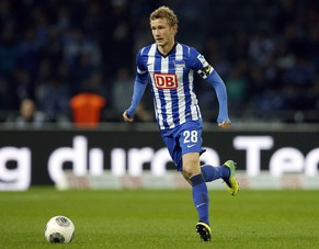 Berlin's Fabian Lustenberger of Switzerland plays the ball during the German first division Bundesliga soccer match between Hertha BSC and FC Schalke 04 in Berlin, Germany, Saturday, Nov. 2, 2013. Schalke defeated Berlin by 2-0. (AP Photo/Michael Sohn)