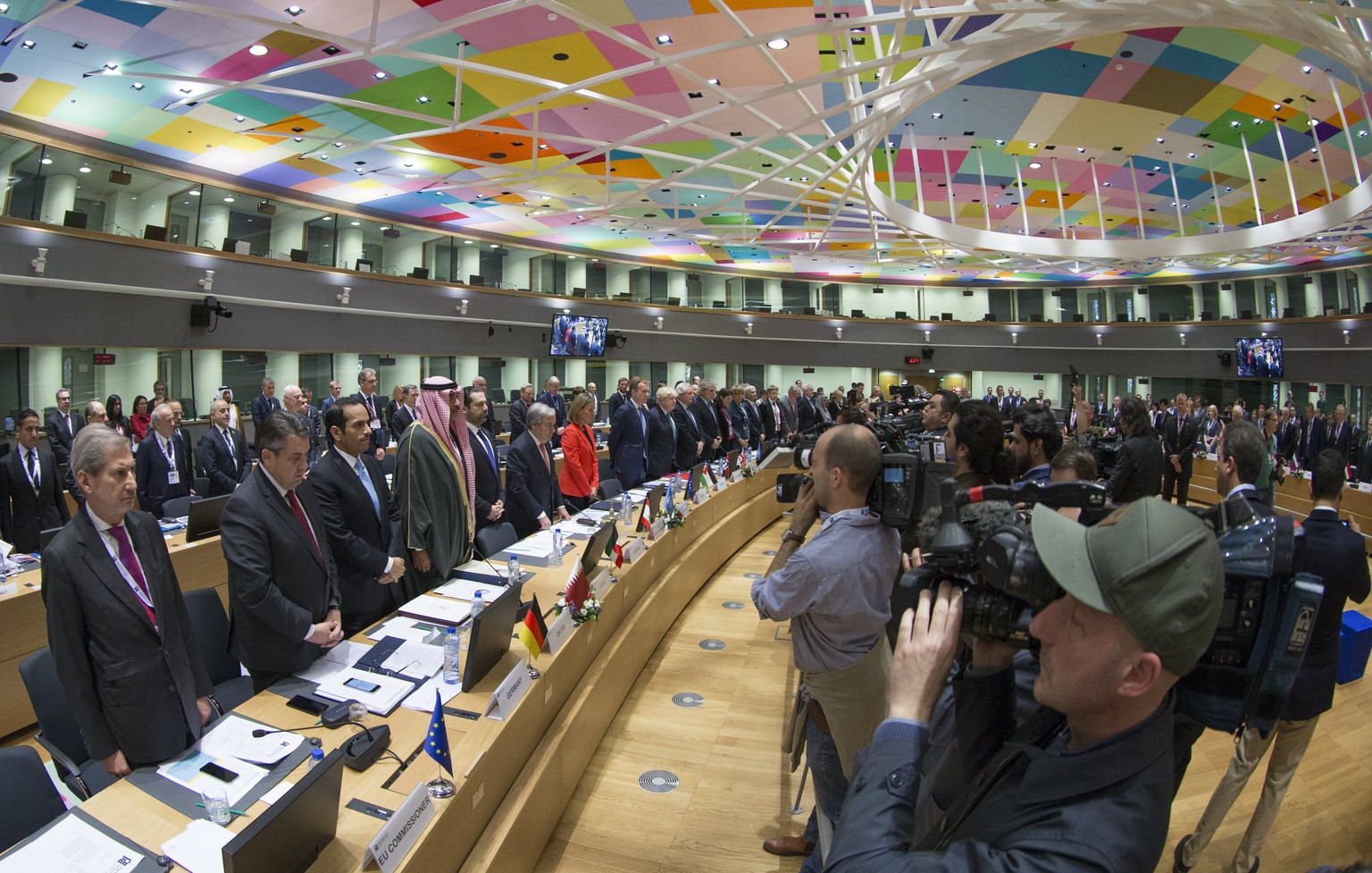 epa05889211 Foreign affairs Ministers and representatives hold a minute of silence at the start of 'supporting the future of Syria and the region Brussels conference' in Brussels, Belgium, 05 April 2017. Supporting the future of Syria is a two-day event, ministerial representatives from 70 delegations, including from the EU and the region but also the wider international community, the United Nations, major donors and civil society, humanitarian and development organisations, the conference will address the situation in Syria and the impact of the crisis in the region.  EPA/OLIVIER HOSLET