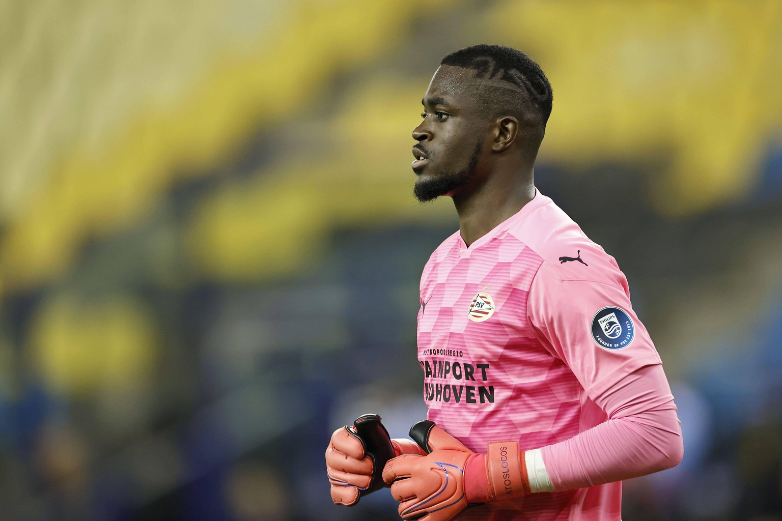 ARNHEM - PSV Eindhoven goalkeeper Yvon Mvogo during the Dutch Eredivisie match between Vitesse Arnhem and PSV at the Gelredome on October 25, 2020 in Arnhem, The Netherlands. ANP MAURICE VAN STEEN Dutch Eredivisie 2020/2021 xVIxANPxSportx/xxANPxIVx *** ARNHEM PSV Eindhoven goalkeeper Yvon Mvogo during the Dutch Eredivisie match between Vitesse Arnhem and PSV at the Gelredome on October 25, 2020 in Arnhem, The Netherlands ANP MAURICE VAN STEEN Dutch Eredivisie 2020 2021 xVIxANPxSportx xxANPxIVx 424401406