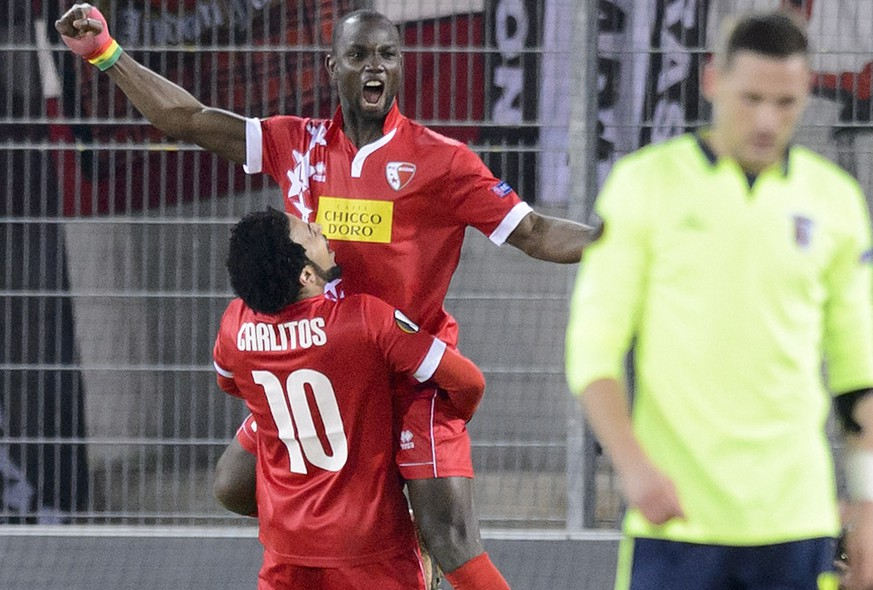Sion's Moussa Konate, center, and Sion's Carlitos, left, celebrate the 1-1 goal during the UEFA Europa League Round of 32, first leg soccer match between FC Sion and SC Braga at the Tourbillon Stadium in Sion, Switzerland, Thursday, February 18, 2016. (KEYSTONE/Laurent Gillieron)