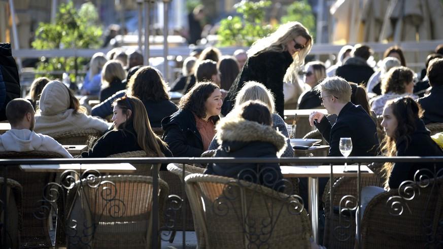 Schweden setzt auf Herdenimmunität: Kann das funktionieren?