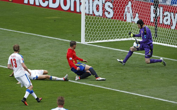 Czech Republic goalkeeper Petr Cech makes a save from Spain's Alvaro Morata during the Euro 2016 Group D soccer match between Spain and the Czech Republic at the Stadium municipal in Toulouse, France, Monday, June 13, 2016. (AP Photo/Hassan Ammar)