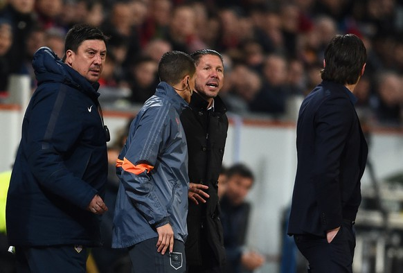 LEVERKUSEN, GERMANY - FEBRUARY 25:  Head Coach Diego Simeone of Atletico Madrid and his backroom staff argue with Roger Schmidt coach of Bayer Leverkusen  during the UEFA Champions League round of 16 match between Bayer 04 Leverkusen and Club Atletico de Madrid at BayArena on February 25, 2015 in Leverkusen, Germany.  (Photo by Dennis Grombkowski/Bongarts/Getty Images)