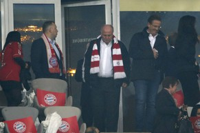 Former Bayern Munich president Uli Hoeness (2nd R) arrives for the Champion's League semi-final second leg soccer match against Real Madrid in Munich April 29, 2014.   REUTERS/Michaela Rehle (GERMANY  - Tags: SPORT SOCCER)
