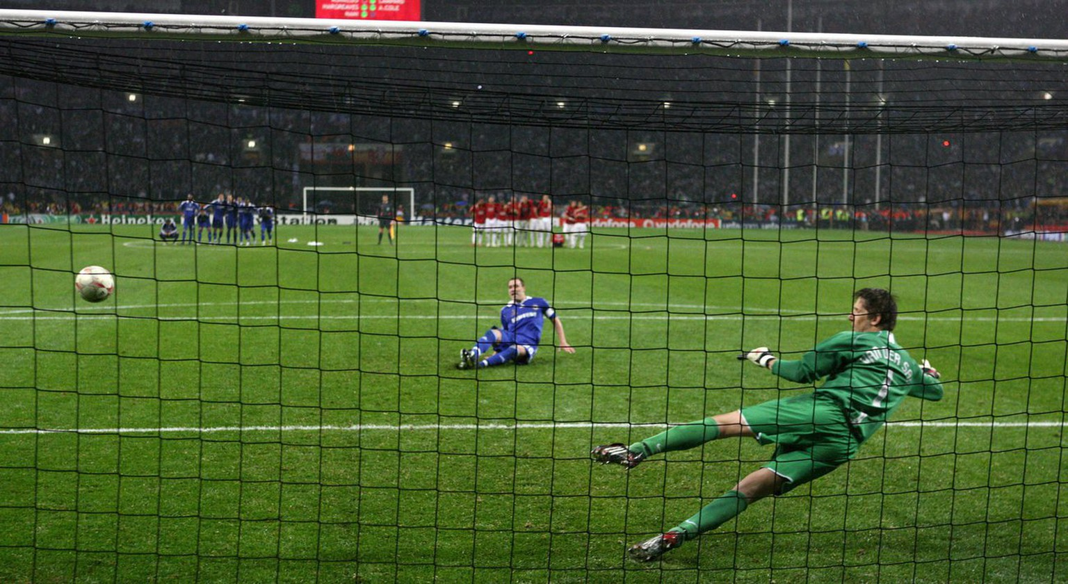 epa01353248 John Terry of Chelsea misses his penalty against Manchester United goalkeeper Edwin van der Sar during the UEFA Champions League final between Manchester United and FC Chelsea at the Luzhniki stadium in Moscow, Russia, 21 May 2008.  EPA/SERGEI ILNITSKY NO MOBILE PHONE DEVICES