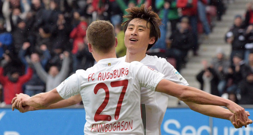 epa05196240 Augsburg's Ja-Cheol Koo (R) and Alfred Finnbogason celebrate the 2-0 goal during the German Bundesliga soccer match between 1FC Augsburg and Bayer Leverkusen at the WWK-Arena in Augsburg, Germany, 05 March 2016. 