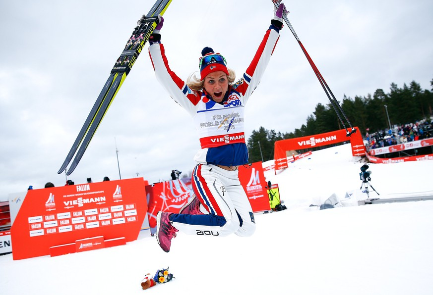 Norway's Therese Johaug celebrates winning the women's cross country 30 km mass start classic race at the Nordic World Ski Championships in Falun February 28, 2015. Norway's Therese Johaug won the race ahead of Marit Bjoergen of Norway on second place and Sweden's Charlotte Kalla on third place.                   REUTERS/Kai Pfaffenbach (SWEDEN  - Tags: SPORT SKIING)