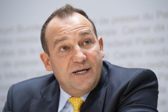 """Nationalrat Thomas Matter, SVP-ZH, spricht waehrend einer Medienkonferenz des Komitees """"Ja zur Selbstbestimmung"""", am Dienstag, 2. Oktober 2018 in Bern. (KEYSTONE/Anthony Anex)"""