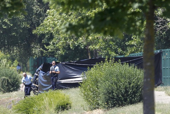 French Gendarmes stand guard next to a black plastic sheet outside a gas company site at the industrial area of Saint-Quentin-Fallavier, near Lyon, France, June 26, 2015. A decapitated head covered in Arabic writing was found at a a site belonged to Air Products, a U.S.-based industrial gases technology company, in southeast France on Friday, police sources and French media said, after two assailants rammed a car into the premises, exploding gas containers.   REUTERS/Emmanuel Foudrot