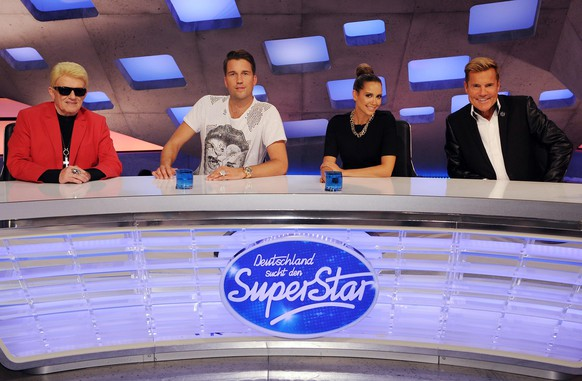 epa04436060 The judges of the the new season of the TV talent show 'Deutschland sucht den Superstar' (German searches the Superstar), German singer Heino (L-R), Swiss DJ Antoine, German singer Mandy Capristo and German musician Dieter Bohlen are introduced by TV broadcaster RTL in Cologne, Germany, 07 October 2014. Casting for the 12th season will start beginning of 2015.  EPA/HENNING KAISER