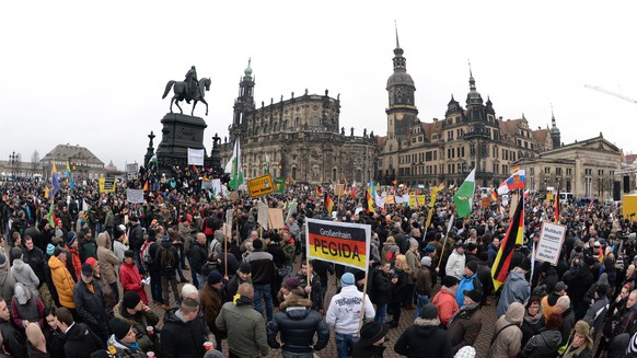 epa04583463 Participants of a rally of the 'Pegida' (Patriotic Europeans against the Islamization of the West) anti-Islam movement gather in Dresden, Germany, 25 January 2015. 'Pegida' moved their rally from Monday, 26 January, to the earlier Sunday, 25 January.  EPA/ARNO BURGI