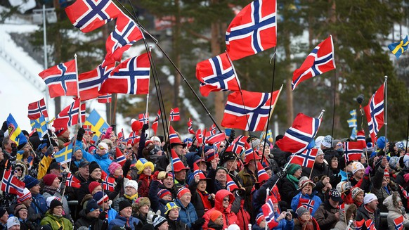 epa04638287 Norwegian fans wave flags during the women's 4x5km Relay cross country skiing race at the FIS Nordic Skiing World Championships in Falun, Sweden, 26 February 2015. Norway won the gold medal.  EPA/FREDRIK SANDBERG SWEDEN OUT