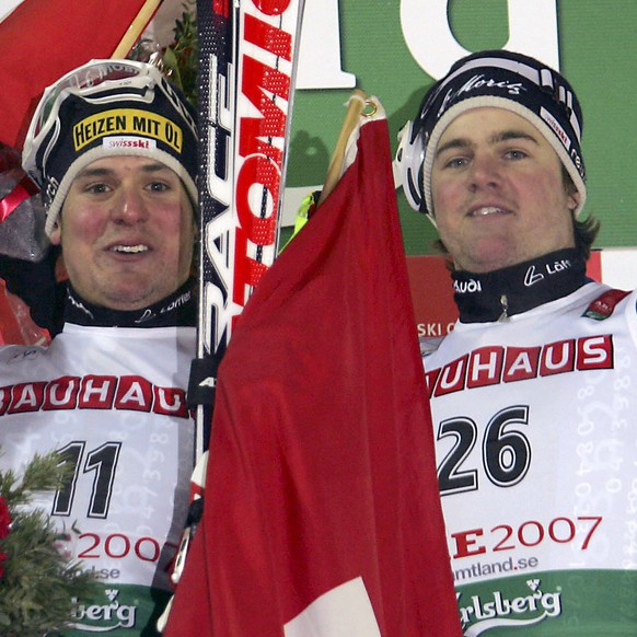 ARE, SWEDEN - FEBRUARY 08:  (FRANCE OUT) Daniel Albrecht (C) from Switzerland takes gold medal, Benjamin Raich (L) from Austria takes silver medal and Marc Berthod from Switzerland takes bronze medal during the FIS Alpine Ski World Championships Men's Super Combined on February 8, 2007 in Are, Sweden.  (Photo by Agence Zoom/Getty Images)