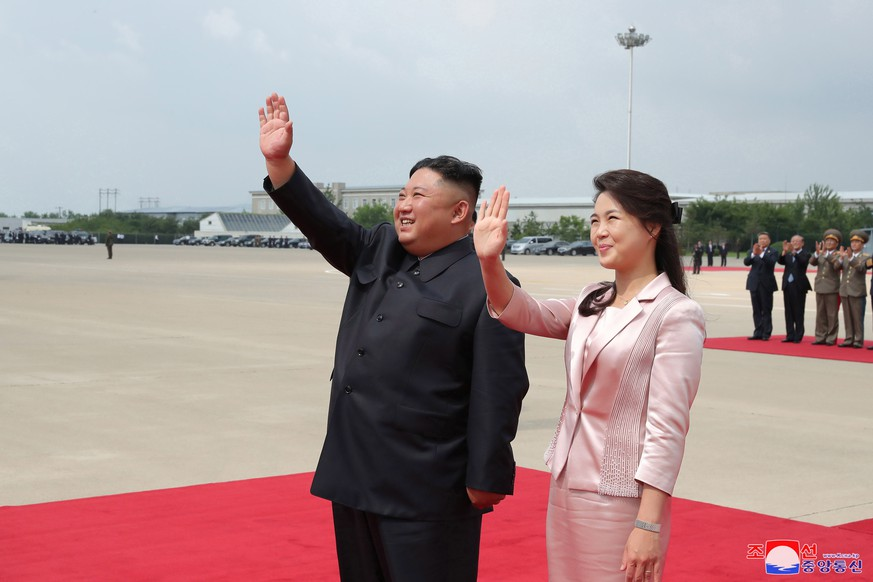 epa07664861 A photo released by the official North Korean Central News Agency (KCNA) shows North Korean Supreme Leader Kim Jong-Un (L) together with his wife Ri Sol-Ju (R) sees off President Xi Jinping and his wife Peng Liyuan at Pyongyang International Airport, in Pyongyang, North Korea, 21 June 2019 (issued 22 June 2019). President Xi finished a state visit to North Korea.  EPA/KCNA   EDITORIAL USE ONLY