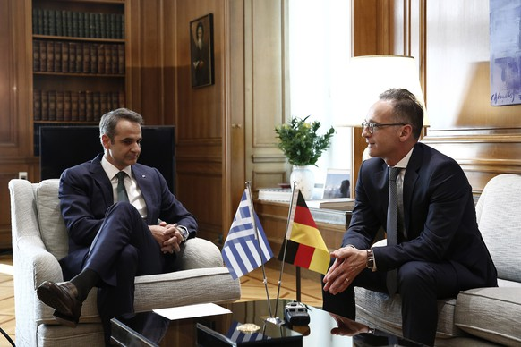epa08558691 Greek Prime Minister Kyriakos Mitsotakis (L) talks with the German Foreign Minister Heiko Maas during their meeting at  Maximos Mansion in Athens, Greece, 21 July 2020. German Foreign Minister Heiko Maas is in Athens on a working visit.  EPA/ALEXANDROS VLACHOS