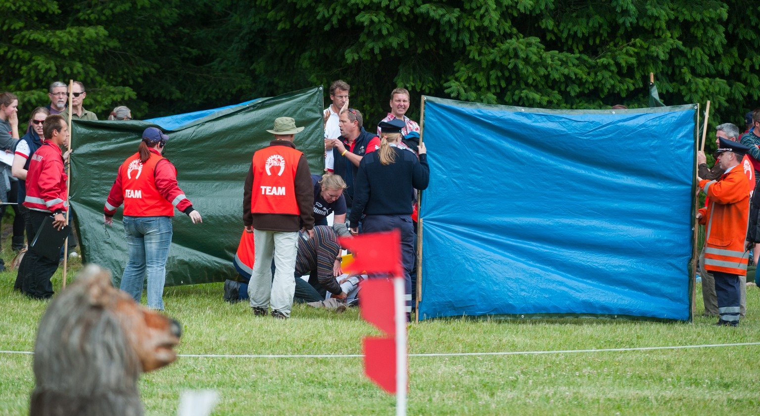 Rescuers apply first aid to German showjumper Benjamin Winter after he fell heavily while clearing an obstacle with his horse Ispo during the Luhmuehlen CCI Horse Trial in Luhmuehlen, Lower Saxony, Germany on June 14, 2014. Winter, aged 25, died on Saturday after suffering head injuries in the three-day eventing competition in Luhmuhlen, organisers announced. AFP PHOTO / DPA / PHILIPP SCHULZE +++ GERMANY OUT