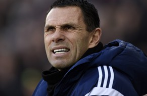 Sunderland's manager Gus Poyet during their English Premier League soccer match at the Liberty Stadium in Swansea, Wales, February 7, 2015. REUTERS/Rebecca Naden (BRITAIN - Tags: SPORT SOCCER) NO USE WITH UNAUTHORIZED AUDIO, VIDEO, DATA, FIXTURE LISTS, CLUB/LEAGUE LOGOS OR