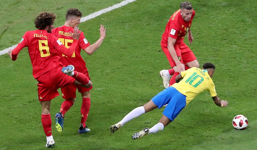 epa06869562 Neymar (R) of Brazil in action during the FIFA World Cup 2018 quarter final soccer match between Brazil and Belgium in Kazan, Russia, 06 July 2018.