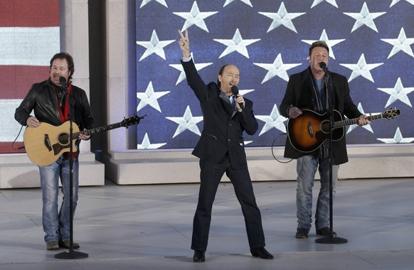 """Lee Greenwood performs with the Frontmen of Country  during the """"Make America Great Again! Welcome Celebration"""" at the Lincoln Memorial on the eve the inauguration of President-elect Donald Trump in Washington, U.S., January 19, 2017.  REUTERS/Mike Segar"""