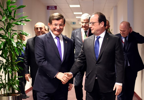 French President Francois Hollande, right, speaks with Turkish Prime Minister Ahmet Davutoglu, left, prior to a meeting during an EU summit in Brussels on Friday, March 18, 2016. Turkish Prime Minister Ahmet Davutoglu arrived for talks with EU Council President Donald Tusk, Commission President Jean-Claude Juncker and Dutch Prime Minister Mark Rutte. Their meeting is aimed at thrashing out the details of an agreement to send tens of thousands of migrants in Greece back to Turkey. (Stephane de Sakutin, Pool Photo via AP)