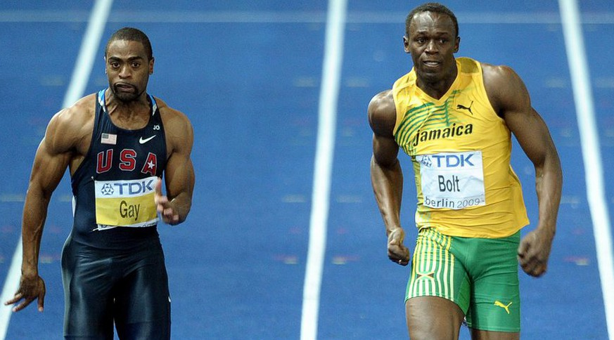 epa01826139 Winner Usain bolt of Jamaica during the 100m Final at the 12th IAAF World Championships in Athletics, Berlin, Germany, 16 August 2009.  Left is US Tyson Gay, right is Daniel Bailey of Antigua.  EPA/CHRISTOPHE KARABA