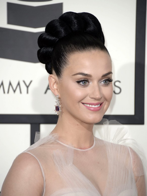 epa04451798 (FILE) The file picture dated 26 January 2014 shows US singer Katy Perry arriving for the 56th annual Grammy Awards held at the Staples Center in Los Angeles, California, USA. Katy Perry will turn 30 on 25 October 2014.  EPA/MICHAEL NELSON