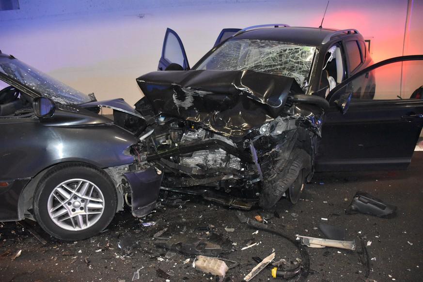 Tödlicher Verkehrsunfall: Frau stirbt nach Frontalkollision in Misox ...