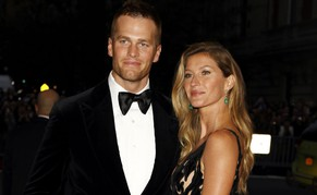 "NFL football player Tom Brady and Gisele Bundchen arrive at the Metropolitan Museum of Art Costume Institute Gala Benefit celebrating the opening of ""Charles James: Beyond Fashion"" in Upper Manhattan, New York May 5, 2014.  REUTERS/Carlo Allegri (UNITED STATES  - Tags: ENTERTAINMENT FASHION SPORT FOOTBALL)"
