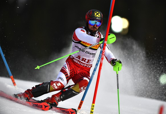 epa07376578 Marcel Hirscher of Austria clears a gate during the first run of the Men's Slalom race at the 2019 FIS Alpine Skiing World Championships in Are, Sweden, 17 February 2019.  EPA/CHRISTIAN BRUNA