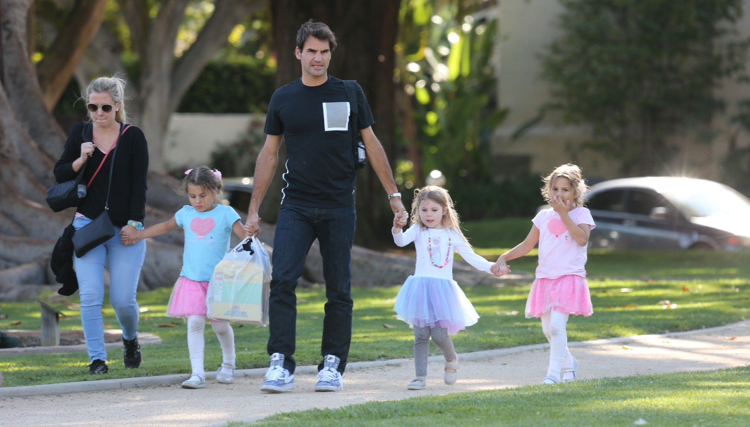 <H2>Please contact X17 before any use of these exclusive photos - x17@x17agency.com</H2>
