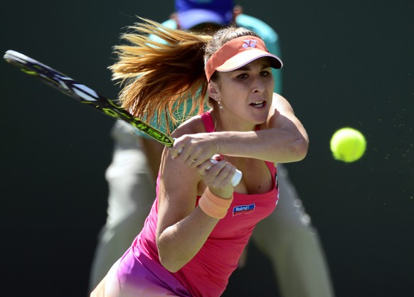 epa05211615 Belinda Bencic of Switzerland in action against Magdalena Rybarikova of Slovakia during their third round match at the BNP Paribas Open in Indian Wells, California, USA, 14 March 2016.  EPA/PAUL BUCK
