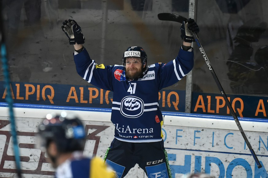Ambri's player Mikko Maeenpaeae celebrate 5-1, during the fourth Playout final game of National League A (NLA) Swiss Championship 2016/17 between HC Ambri Piotta and Fribourg Gotteron, at the ice stadium Valascia in Ambri, Switzerland, Tuesday, March 28, 2017. (KEYSTONE/Ti-Press/Pablo Gianinazzi)