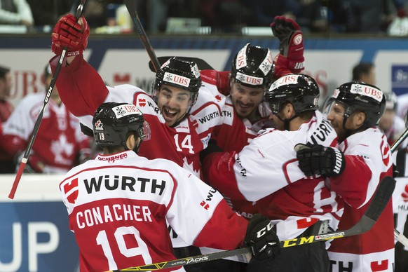 Team Canada's Cory Conacher, Trevor Carrick, Keaten Ellerby, Chris Didomenico and Derek Roy, from left, celebrate after scoring 1-1 during the final game between Team Canada and Switzerland's HC Lugano at the 89th Spengler Cup ice hockey tournament in Davos, Switzerland, Thursday, December 31, 2015. (KEYSTONE/Pascal Muller)