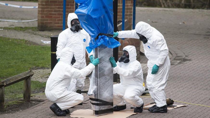 epa06643363 (FILE) - Army officers remove the bench, where Sergi Skripal and his daughter were found, in Salisbury, Wiltshire, Britain, 23 March 2018 (reissued 03 April 2018). The chief executive of the Defence Science and Technology Laboratory (DSTL) at Porton Down, Gary Aitkenhead, said on 03 April 2018 the laboratory was not able to confirm Russia as the source of novichok nerve agent with which former Russian spy Sergei Skripal and his daughter were attacked. Skripal who lived in Salisbury and his daughter Yulia were found suffering from extreme exposure to a rare nerve agent in Salisbury on 04 March 2018. Skripal and his daughter Yulia remain in a 'very serious' condition.  EPA/WILL OLIVER