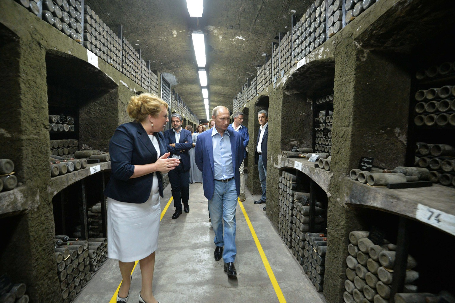 epa04925866 Russia's President Vladimir Putin (C) and Italy's former Prime Minister Silvio Berlusconi (unseen) examines wine depository of Massandra winery in Yalta, Crimea, 11 September 2015. Silvio Berlusconi is in Russia on a private visit.  EPA/ALEXEI DRUZHININ / RIA NOVOSTI / KREMLIN POOL MANDATORY CREDIT/RIA NOVOSTI