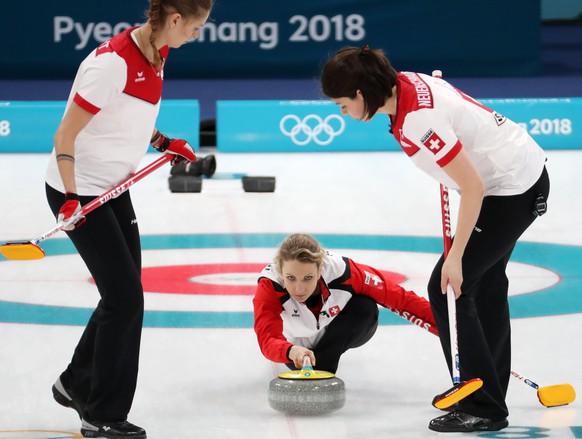 epa06531674 Silvana Tirinzoni, Marlene Albrecht (L) and Esther Neuenschwander (R) of Switzerland during Women's Curling Round Robin match between South Korea and Switzerland at the Gangneung Curling Centre, in Gangneung, during the PyeongChang Winter Olympic Games 2018, South Korea, 16 February 2018.  EPA/JAVIER ETXEZARRETA