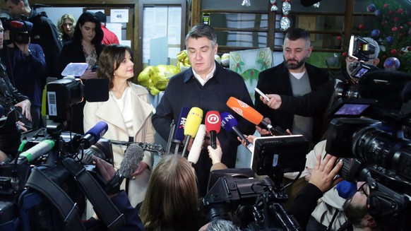 epa08086563 Croatian presidential candidate of Social Democratic Party (SDP) Zoran Milanovic (C) makes a statement after he casted his vote at a polling station in Zagreb, Croatia, 22 December 2019. Croatian citizens on 22 December vote for a new president. The presidential election's outcome is hard to predict and a second round of voting has been set for 05 January if no candidate wins a majority.  EPA/DANIEL KASAP