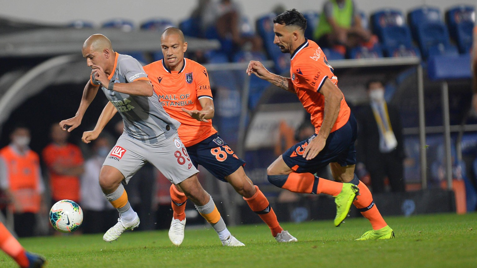 Sofiane Feghouli of Galatasaray and Gokhan Inler C , Mehmet Topal R of Basaksehir FK during the Turkish Super league football match between Basaksehir FK and Galatasaray at Basaksehir Fatih Terim Stadium in Istanbul , Turkey on June 28 , 2020. PUBLICATIONxNOTxINxTUR
