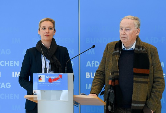 epa08998700 Alternative for Germany party (AfD) faction co-chairwoman in the German parliament Bundestag and deputy chairwoman Alice Weidel (L) and Germany (AfD) faction co-leader Alexander Gauland (R) during a press statement prior the beginning of a faction meeting of Alternative for Germany party (AfD) in Berlin, Germany, 09 February 2021.  EPA/FILIP SINGER