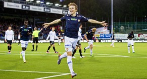 epa04343058 (FILE) A file picture dated 16 May 2014 of Stroemsgodets player Martin Odegaard (C) celebrating after scoring a goal during the Norwegian National Footbal League soccer match between Stroemsgodset and Sarpsborg 08 at the Marienlyst Stadium in Drammen, Norway. Norwegian 15-year-old Martin Odegaard, who already took part in training sessions with Manchester United and Bayern Munich, attracts the attention of various European top soccer clubs.  EPA/VEGARD GROTT NORWAY OUT